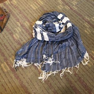 Accessories - NWOT denim and cream colored scarf